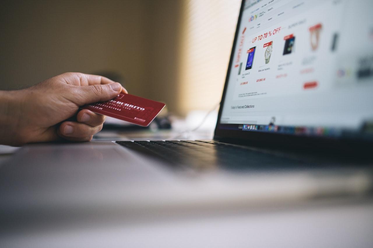 Inteligentna karta Smart Card czytnik w laptopie