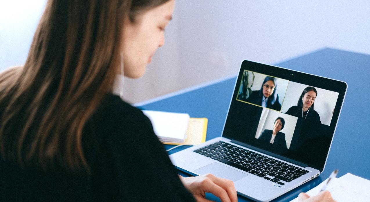 Poleasingowe laptopy biznesowe do videokonferencji